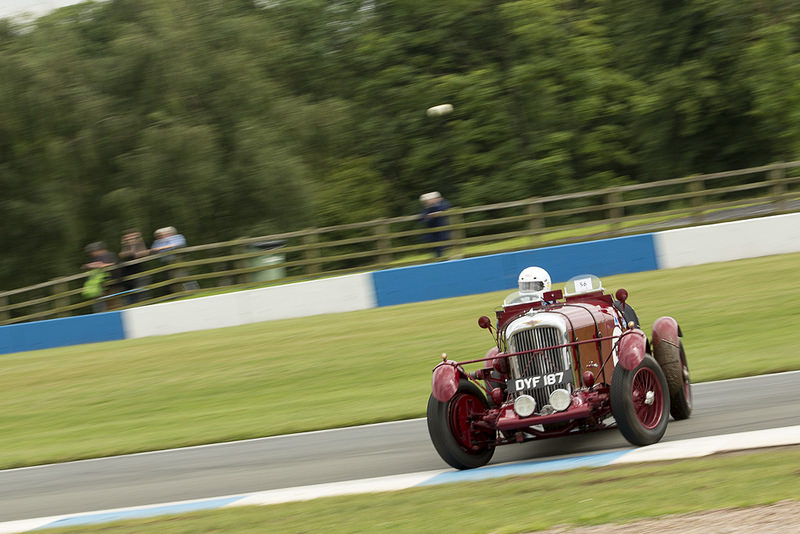 Richard Reay-Smith Lagonda LG-45 spinning out of Redgate at Donington Park
